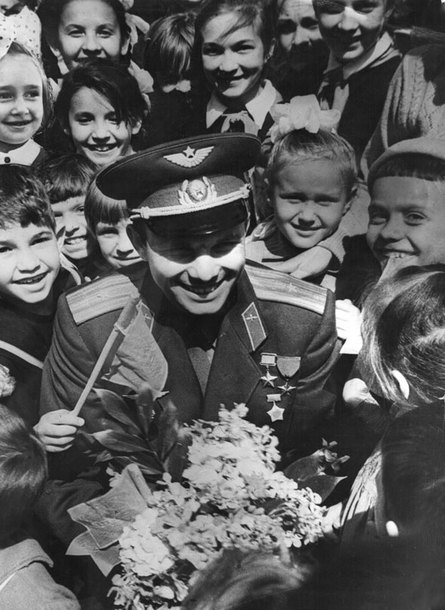 Gagarin in Kazan at the meeting with the Kazan students