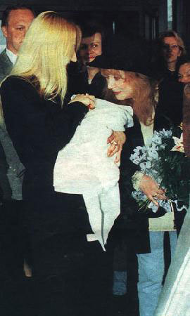 Christina Orbakajte at the exit from the hospital with his son Denis